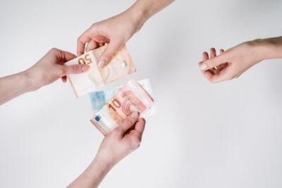 people exchanging euro bills